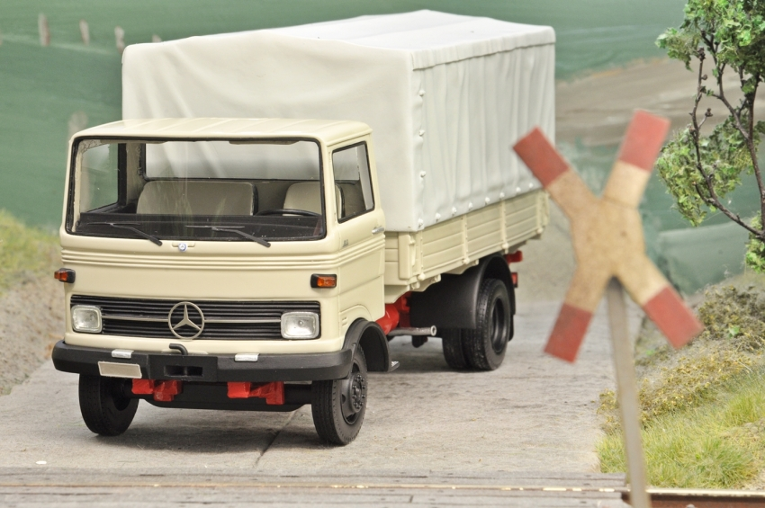 Mercedes-Benz LP 608/813 grau